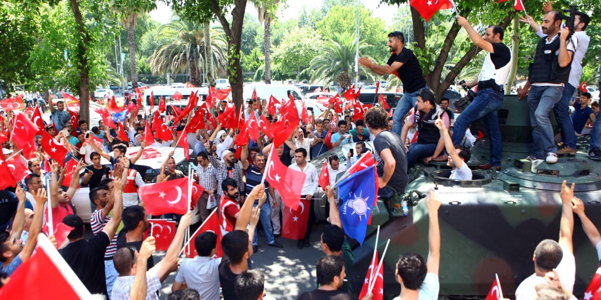 Türk Milleti Kıyam Etti!
